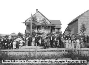benediction-de-la-croix-de-chemin-chez-auguste-paquet-en-1918-gv_100-1_7_edited-3tst5